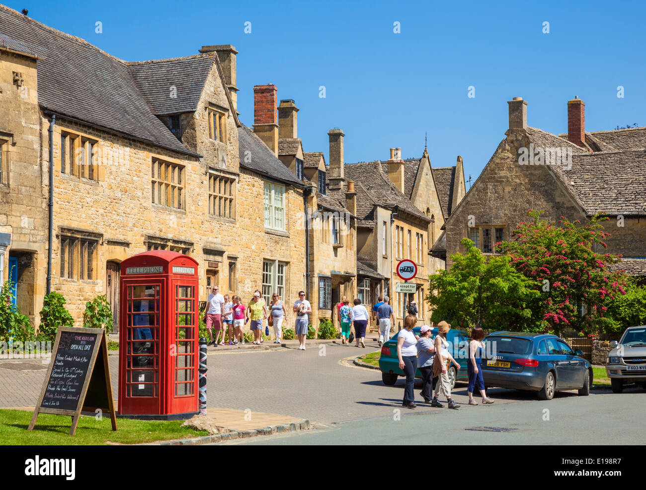 Chipping Campden High Street, Chipping Campden, The Cotswolds Gloucestershire England UK EU Europe - Stock Image