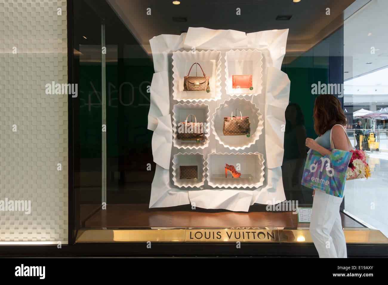 Luxurious stores Iguatemi Shopping center Brasilia Brazil - Stock Image