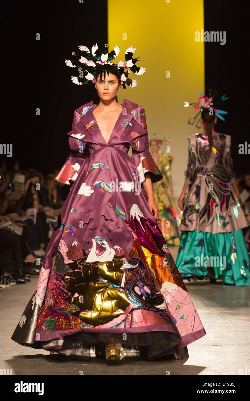 Fashion Design Ba Hons Runway Show At The University Of Stock Photo Alamy