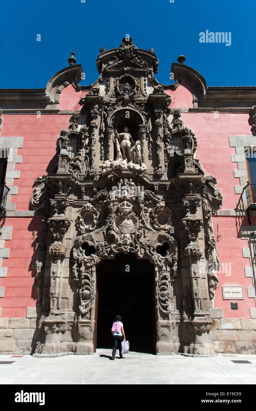 Ornate Churrigueresque Baroque entrance to the Museo de Historia, formerly the Royal Hospice of San Fernando, Madrid, Spain - Stock Image
