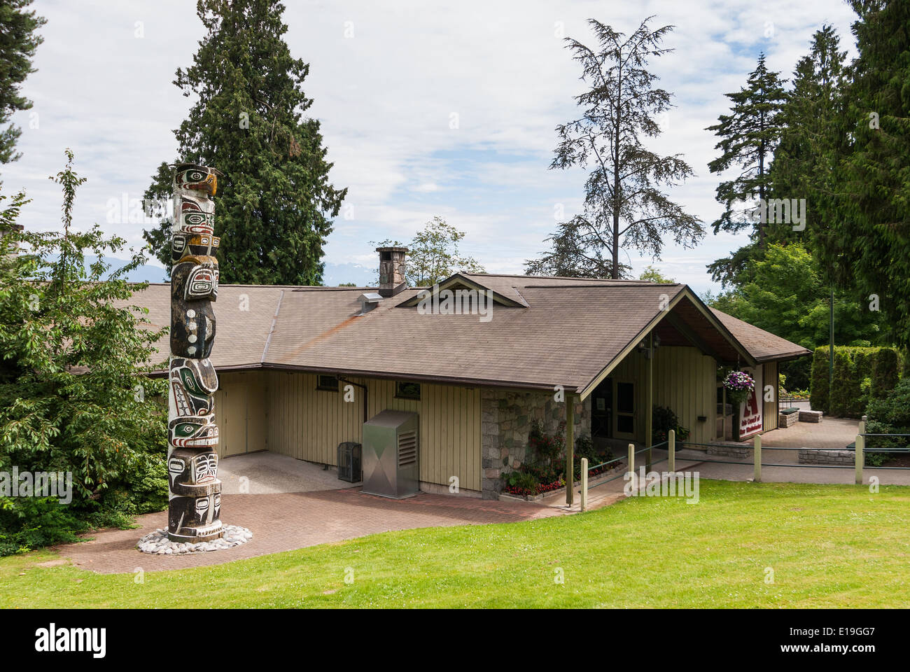 Elk203-1042 Canada, British Columbia, New Westminster, Arts Council, totem pole - Stock Image