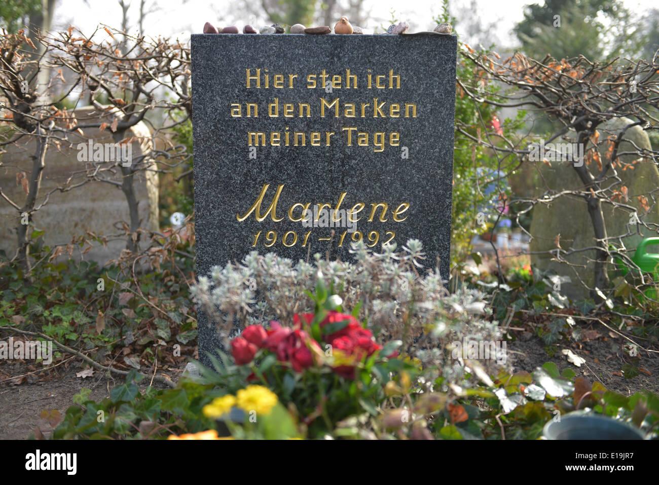 Grab Marlene Dietrich, Kuenstlerfriedhof, Stubenrauchstrasse, Friedenau, Berlin, Deutschland / Künstlerfriedhof - Stock Image