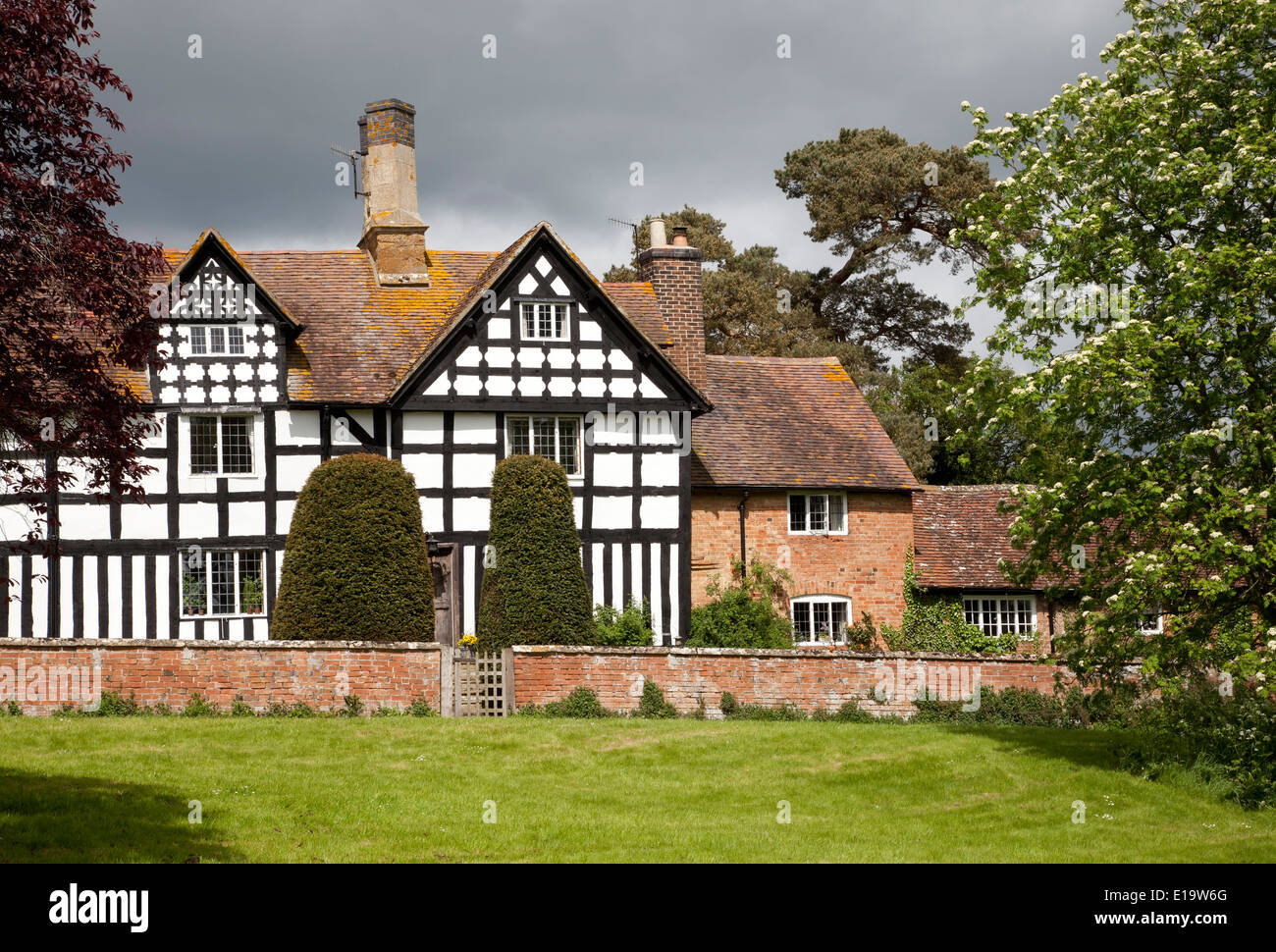 Fine Tudor, black and white house on the green at Preston on Stour, Warwickshire, England. - Stock Image