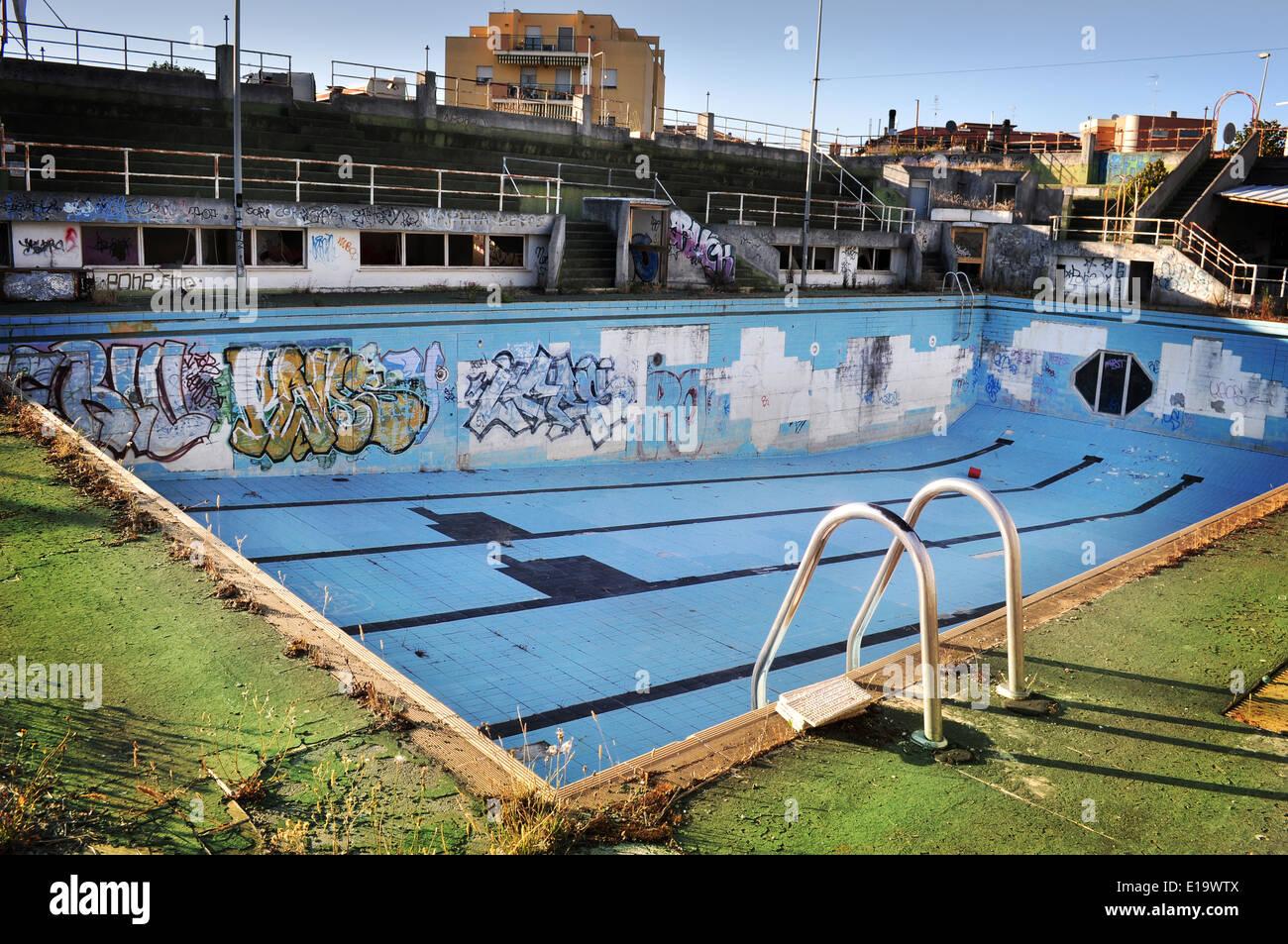 Abandoned swimming pool stock photos abandoned swimming - Public swimming pools north las vegas ...