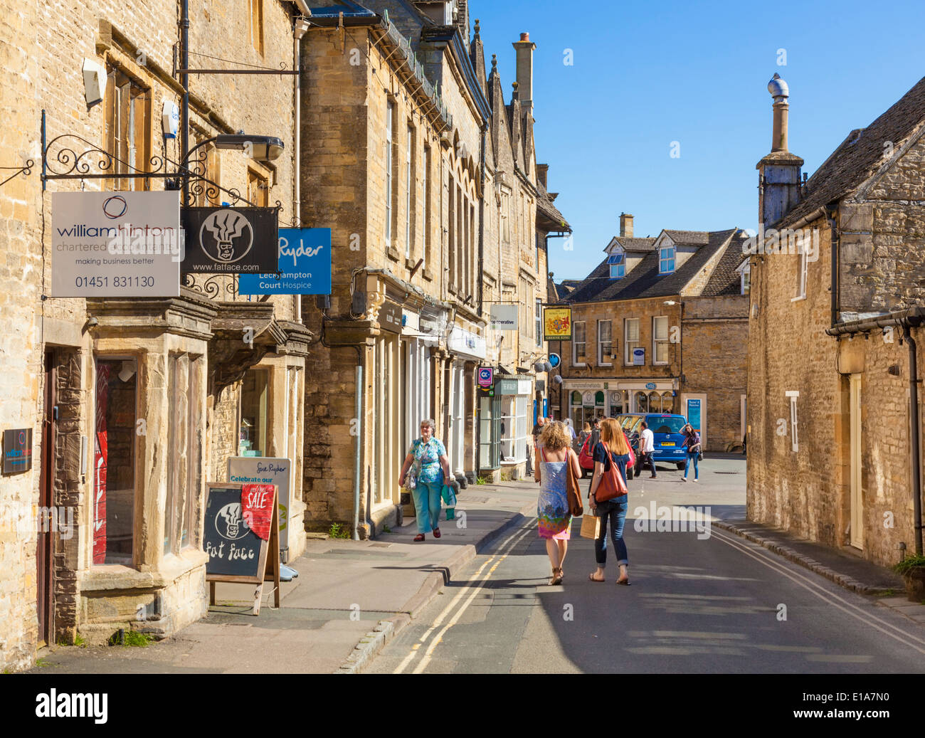 Shopping in the centre of Stow on the Wold, Cotswolds, Gloucesterstershire, England, UK, EU, Europe Stock Photo