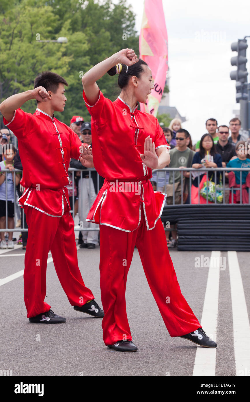 Kung Fu demonstration team performing at festival - USA - Stock Image