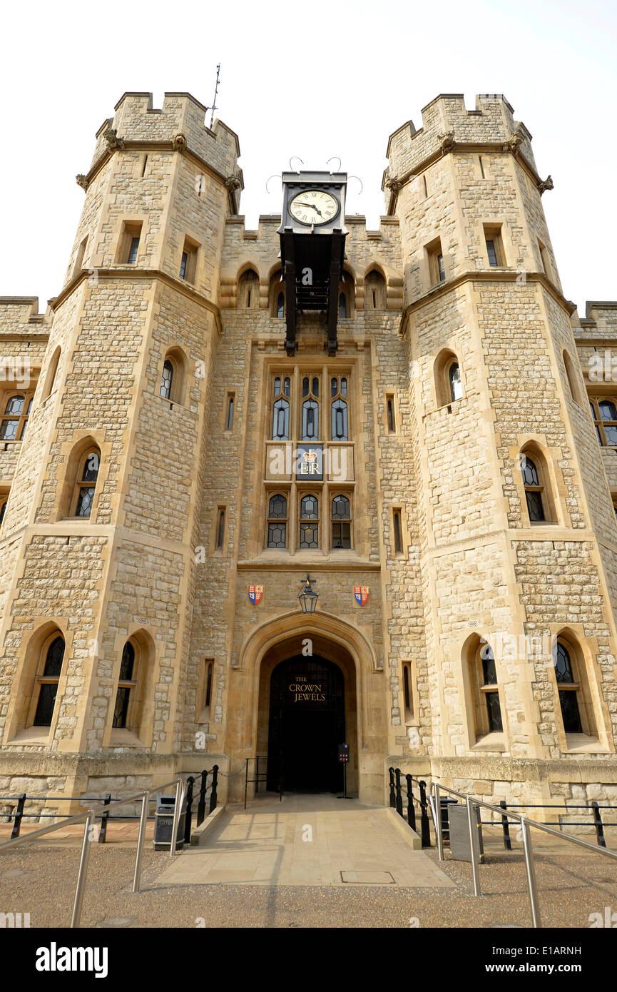 Waterloo Barracks with the Jewel House, Tower of London, UNESCO World Heritage Site, London, England, United Kingdom - Stock Image