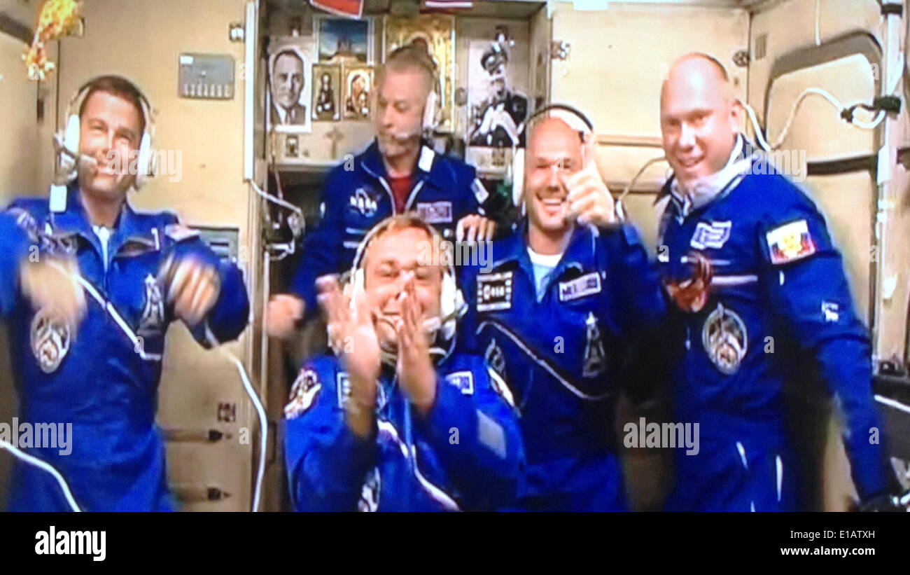 International Space Station. 29th May, 2014. A handout picture provided by NASA/dpa shows the crew of the International Space Station (ISS), in Space, 29 May 2014. The three members of the expedition crew 40 have reached the ISS on 29 May. Reid Wiseman (L) of NASA, Maxim Suraev (front, C) of the Russian Federal Space Agency (Roscosmos) and Alexander Gerst (2-R) of ESA arrived at the ISS around six hours after lift-off. Credit:  dpa picture alliance/Alamy Live News - Stock Image