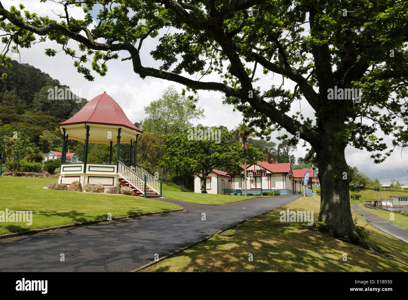 Edwardian Bandstand and gardens in the Te Aroha Domain - Stock Image