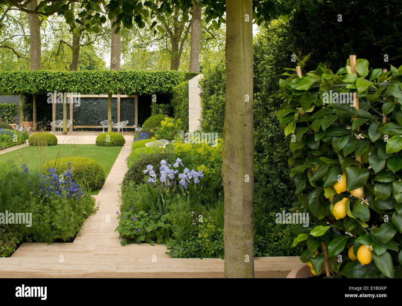 Chelsea flower show stock photos chelsea flower show stock images alamy - Chelsea flower show gold medal winners ...