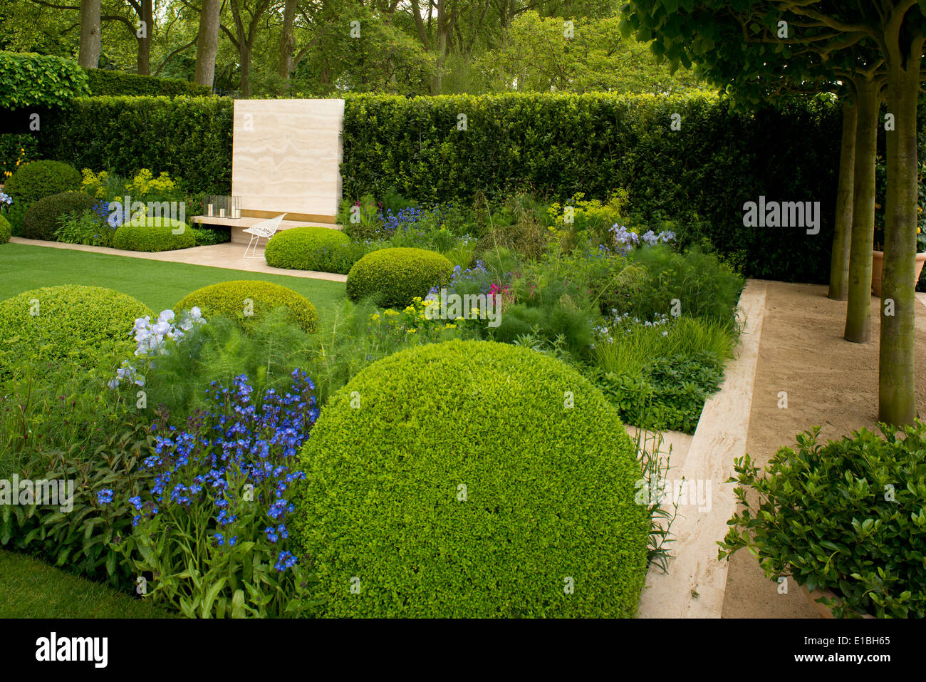 The telegraph garden gold medal winn at the chelsea flower show 2014 stock photo 69711101 alamy - Chelsea flower show gold medal winners ...