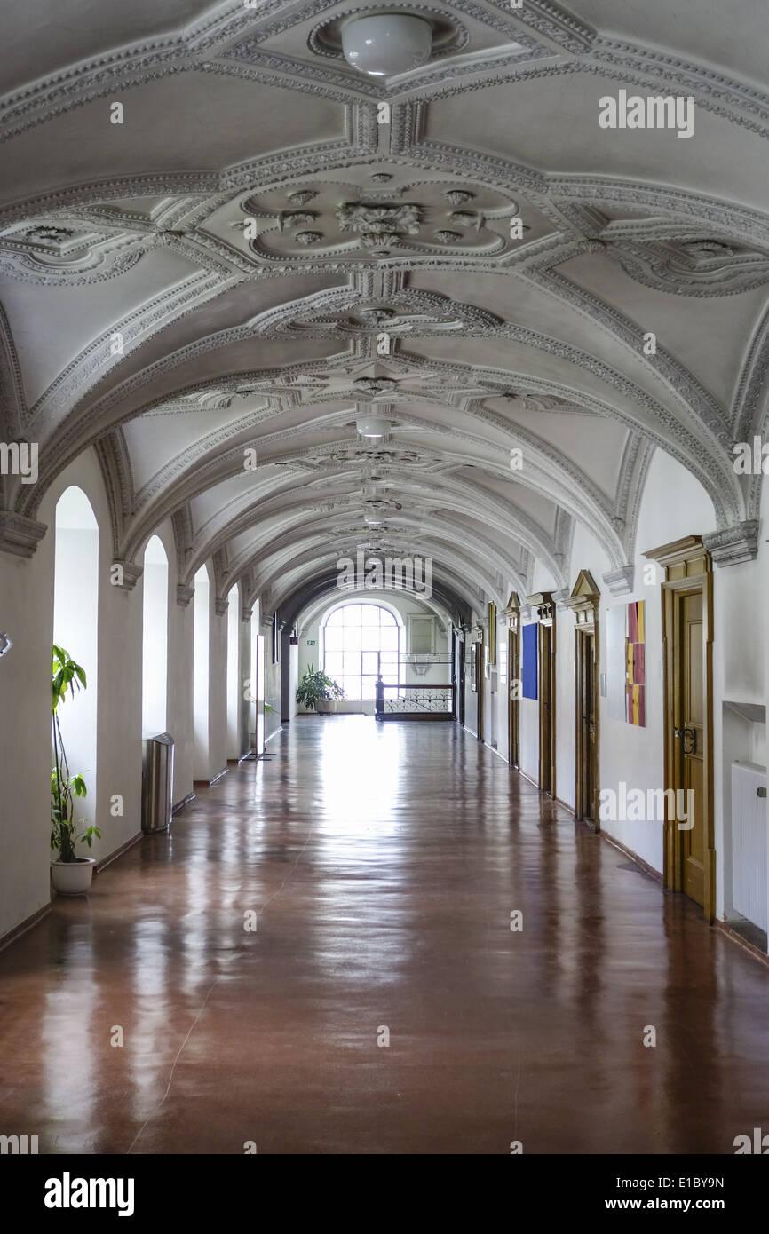 Kreuzgang im Kloster Benediktbeuern, Oberbayern, Bayern, Deutschland - Stock Image