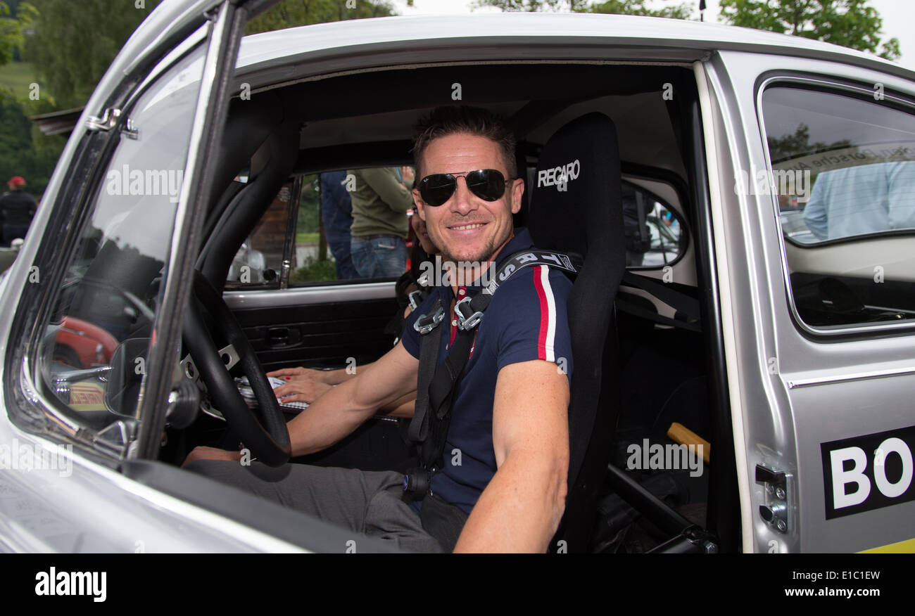 Kitzbuehel, Germany. 29th May, 2014. HANDOUT - Austrian extreme athlete Felix Baumgartner poses at the wheel of a Volkswagen Beetle 1302 (1971) at the Kitzbueheler Alpenrallye in Kitzbuehel, Germany, 29 May 2014. Photo: Friso Gentsch/Volkswagen/dpa ATTENTION: Editorial use only - Mandatory Credit 'Photo: Friso Gentsch/Volkswagen/dpa'/dpa/Alamy Live News - Stock Image