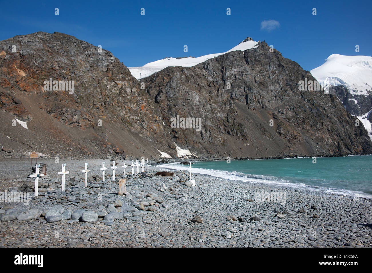 A row of graves and crosses on the beach at Camp Livingston. - Stock Image