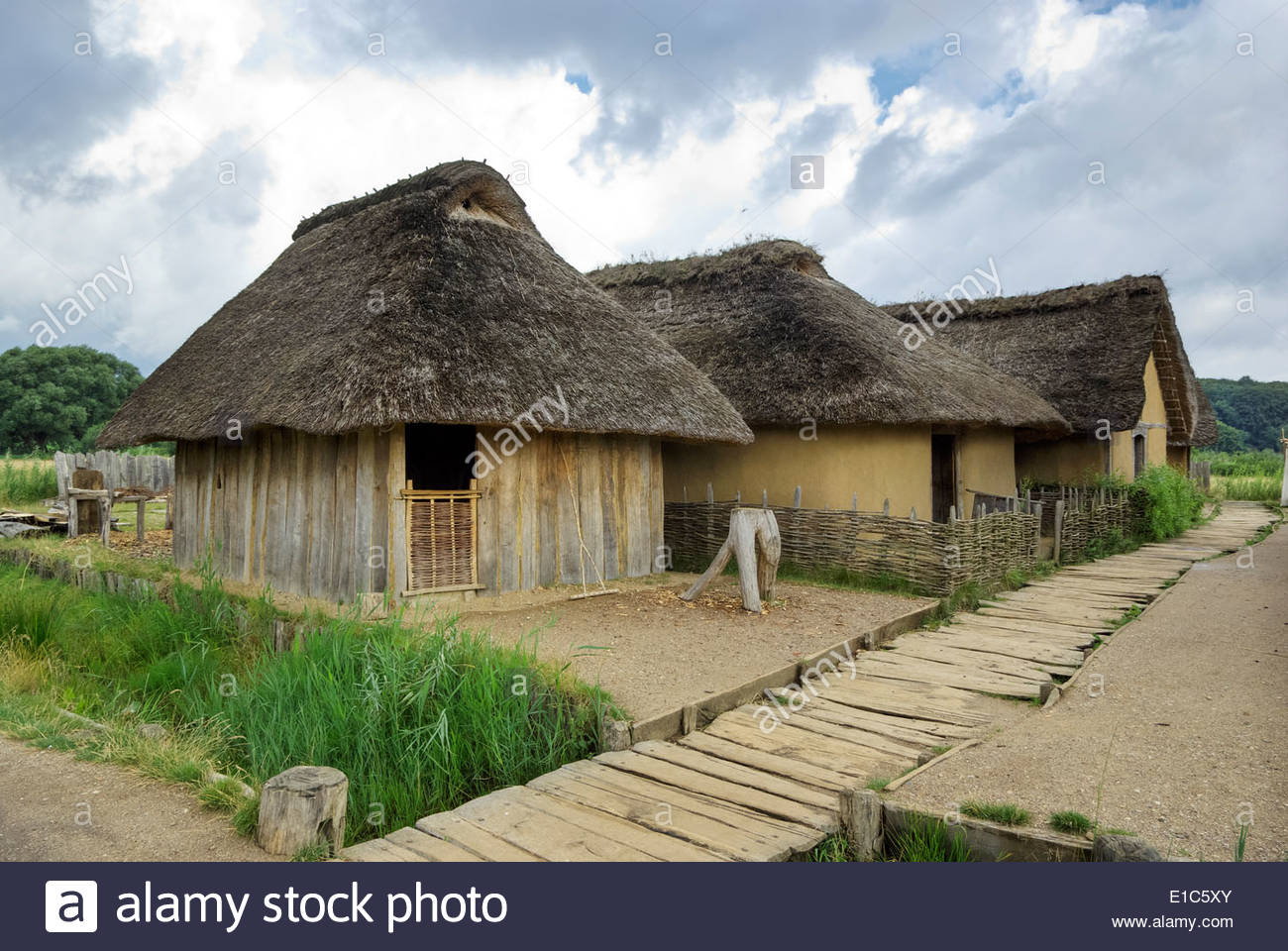 In its heyday, the Viking market town of Haithabu had about 1000 such thatch-roofed houses surrounded by a semicircular rampart. - Stock Image
