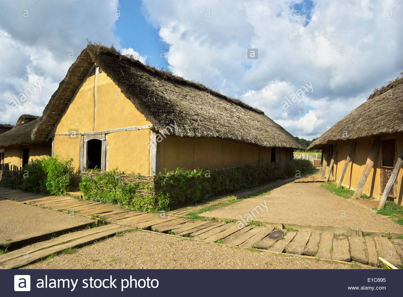 In its heyday, the Viking market town of Haithabu had about 1000 such thatch-roofed houses surrounded by a semicircular Stock Photo