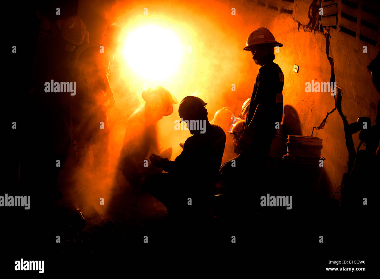 Rescue teams work to free a 25-year-old Haitian woman from a collapsed building in Port-au-Prince, Haiti, Jan. 19, 2010. Depart - Stock Image