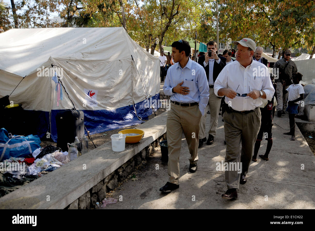 Dr. Rajiv Shah, the administrator of the U.S. Agency for International Development (USAID), visits a tent city that is home for - Stock Image