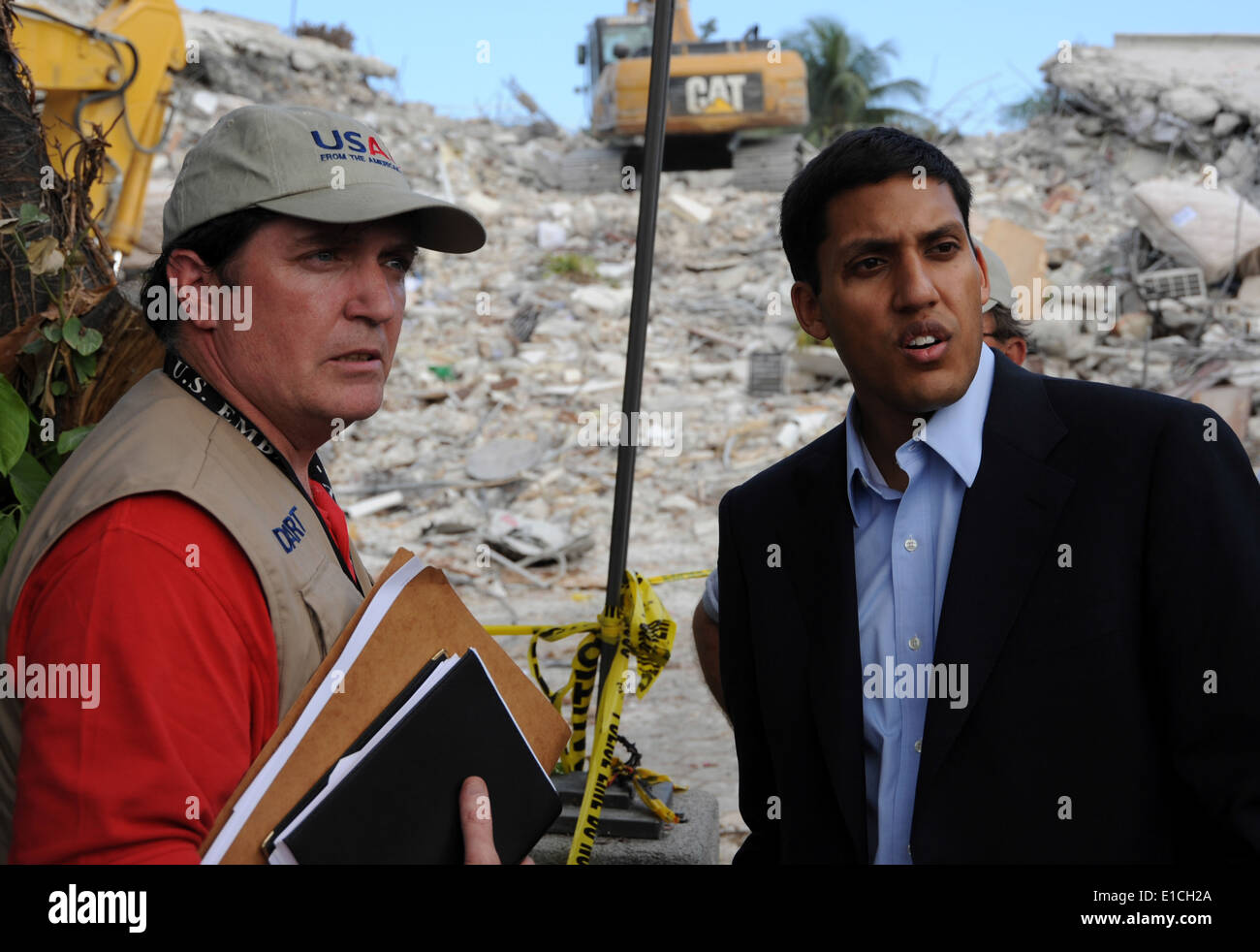U.S. Agency for International Development (USAID) Administrator Rajiv Shah, right, and Disaster Assistance and Response Team Le - Stock Image