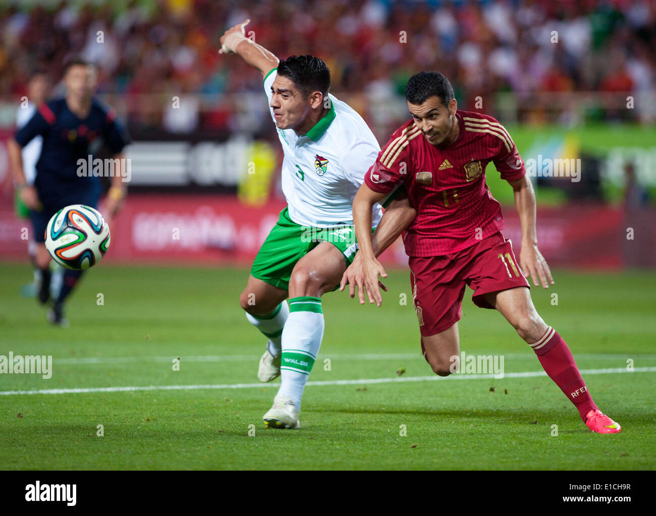 Sevilla. 30th May, 2014. Spain's Pedro (R) vies with Luis Gutierrez of Bolivia during the international friendly - Stock Image
