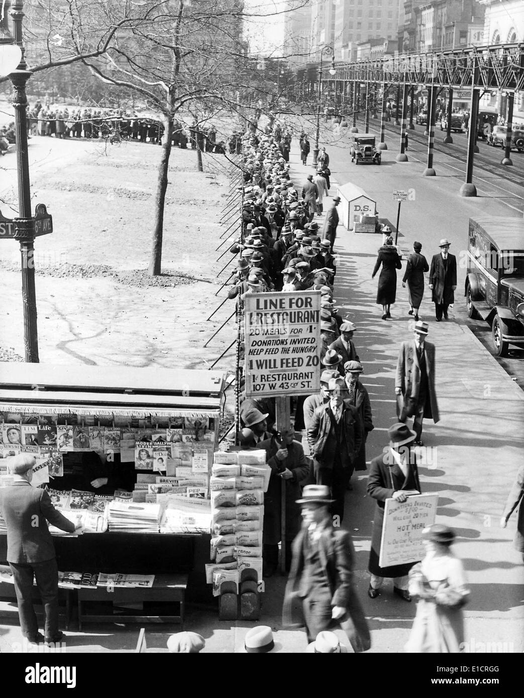 The Great Depression. Men line up for free bread and soup. New York City, 1930s - Stock Image