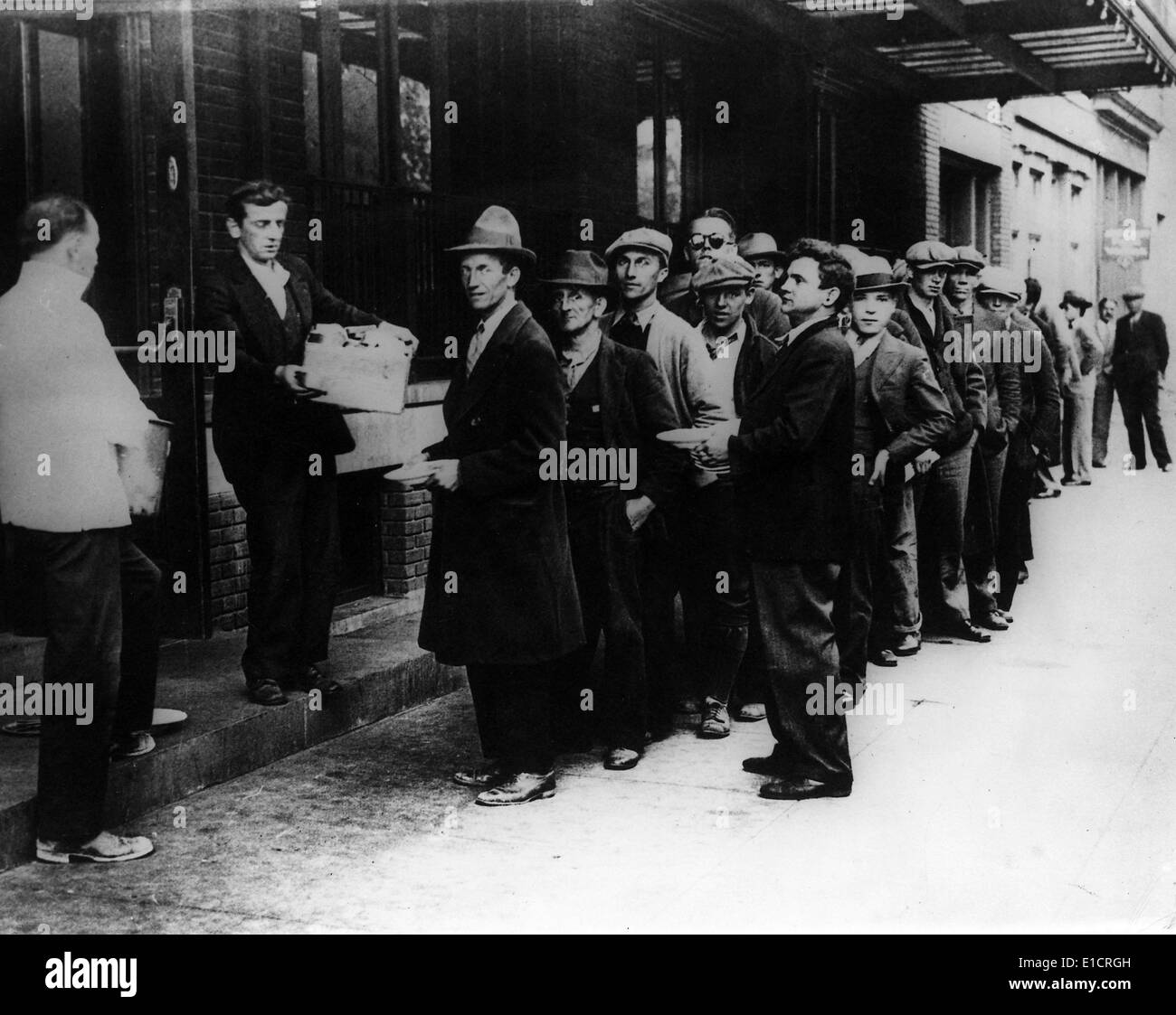 The Great Depression. Men line up for free bread and soup. 1932 - Stock Image