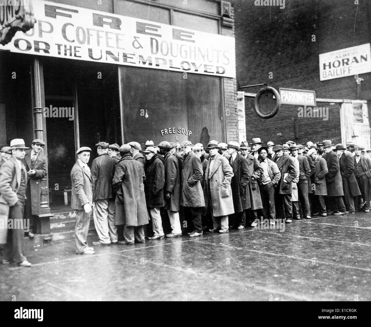 The Great Depression. Unemployed men queued outside a soup kitchen opened in Chicago by Al Capone. The storefront sign reads - Stock Image