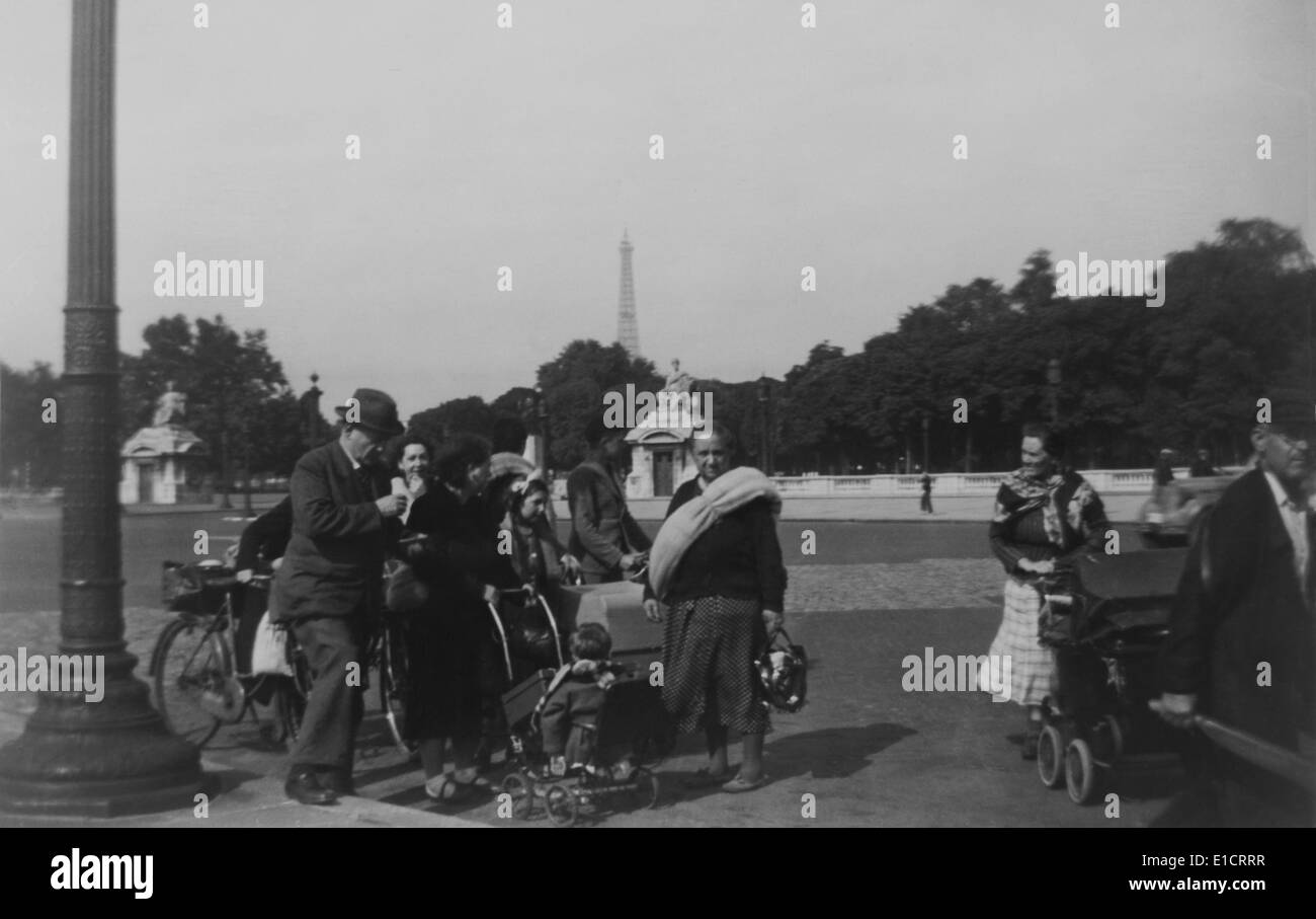 World War 2 refugees leaving Paris in a panic, June 13, 1940. The next day the German invasion army entered Paris. Stock Photo