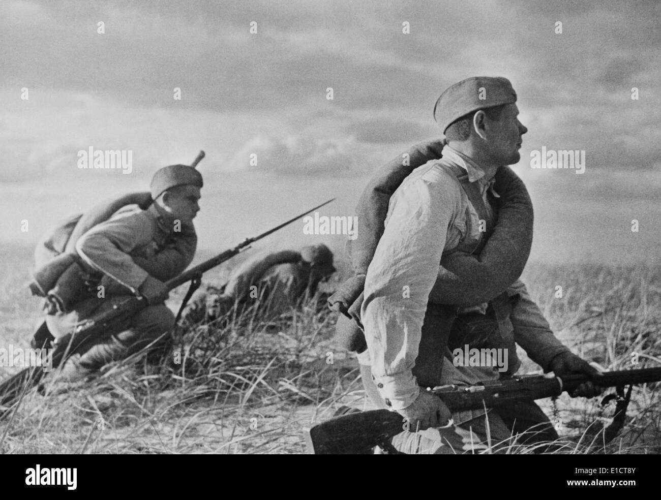 Red Army soldiers in exercises in far eastern territory of the Soviet Union, 1936. The simply equipped soldiers indicate the - Stock Image