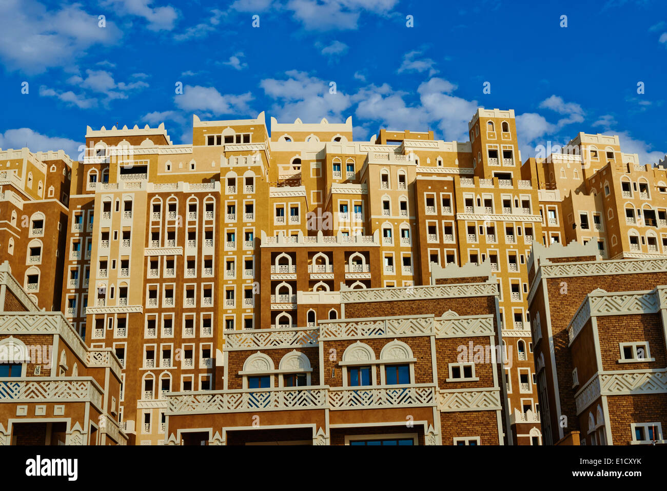 United Arab Emirates, Dubai, the Palm Jumeirah, building with Yemen style of architecture Stock Photo