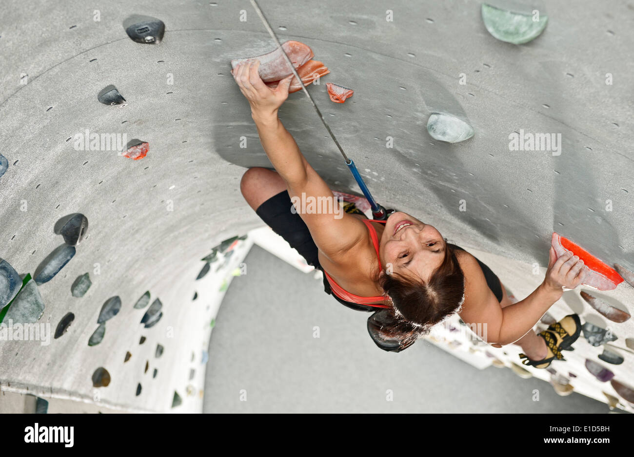 Woman climbing at indoor climbing centre - Stock Image
