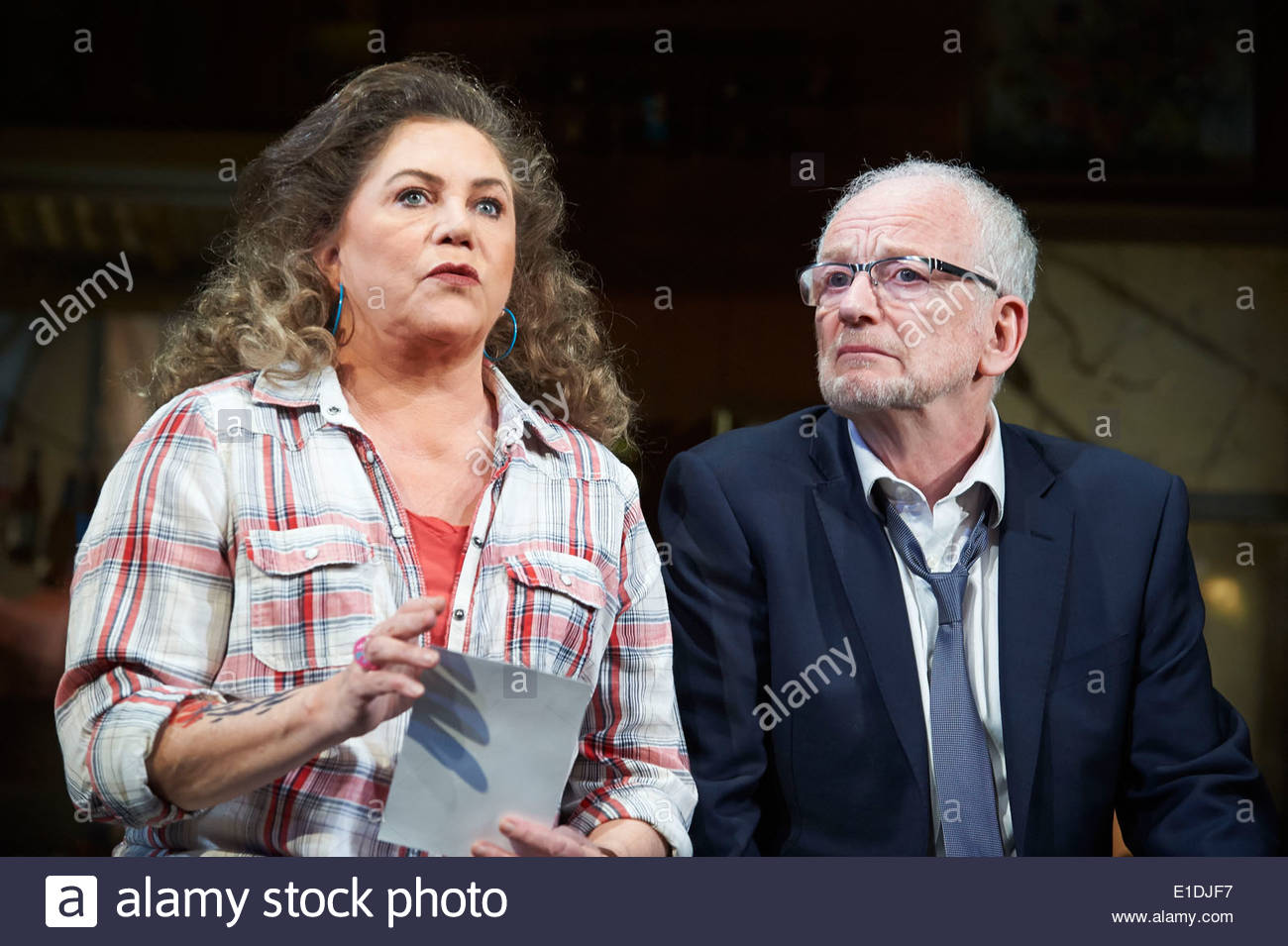 Bakersfield Mist by Stephen Sachs, directed by Polly Teale. With Kathleen Turner as Maude Gutman, Ian McDiarmid as Lionel Percy. - Stock Image
