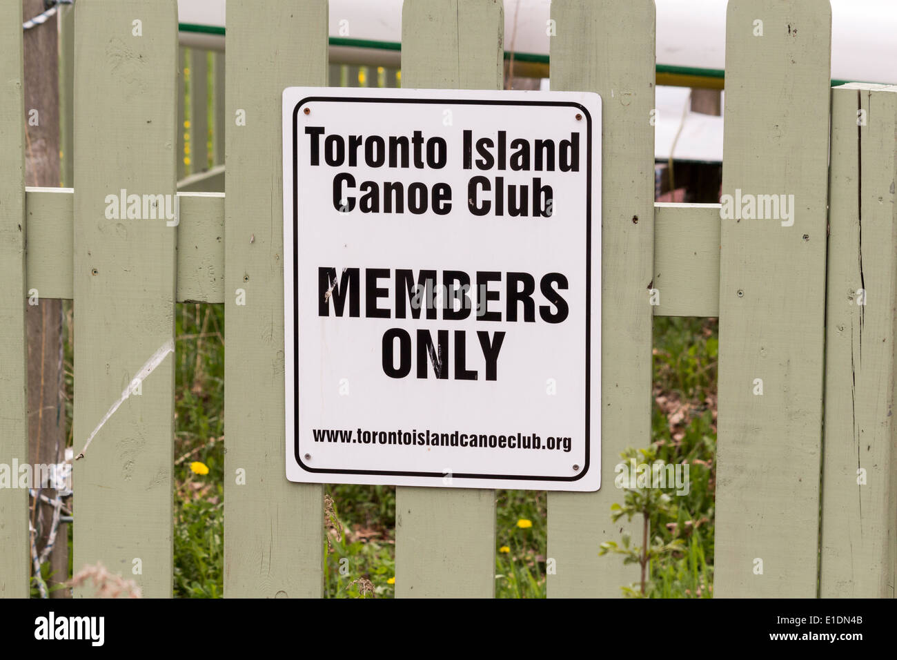 Member's only sign on fence at the Toronto Island Canoe Club - Stock Image