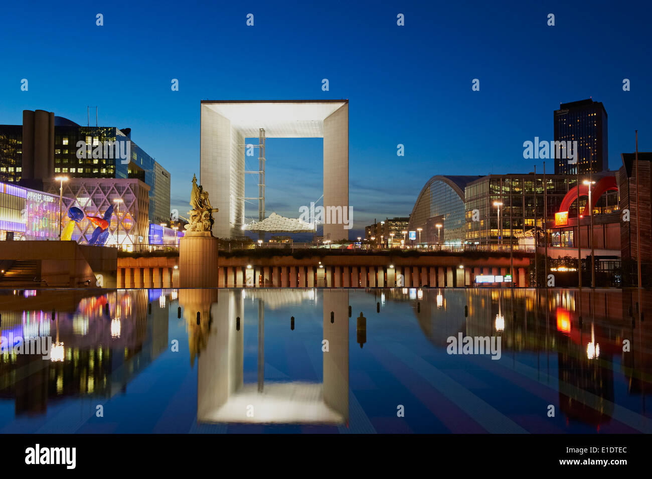 France, Paris, La Grande Arche de la Defense by architect Otto Von Spreckelsen at night - Stock Image