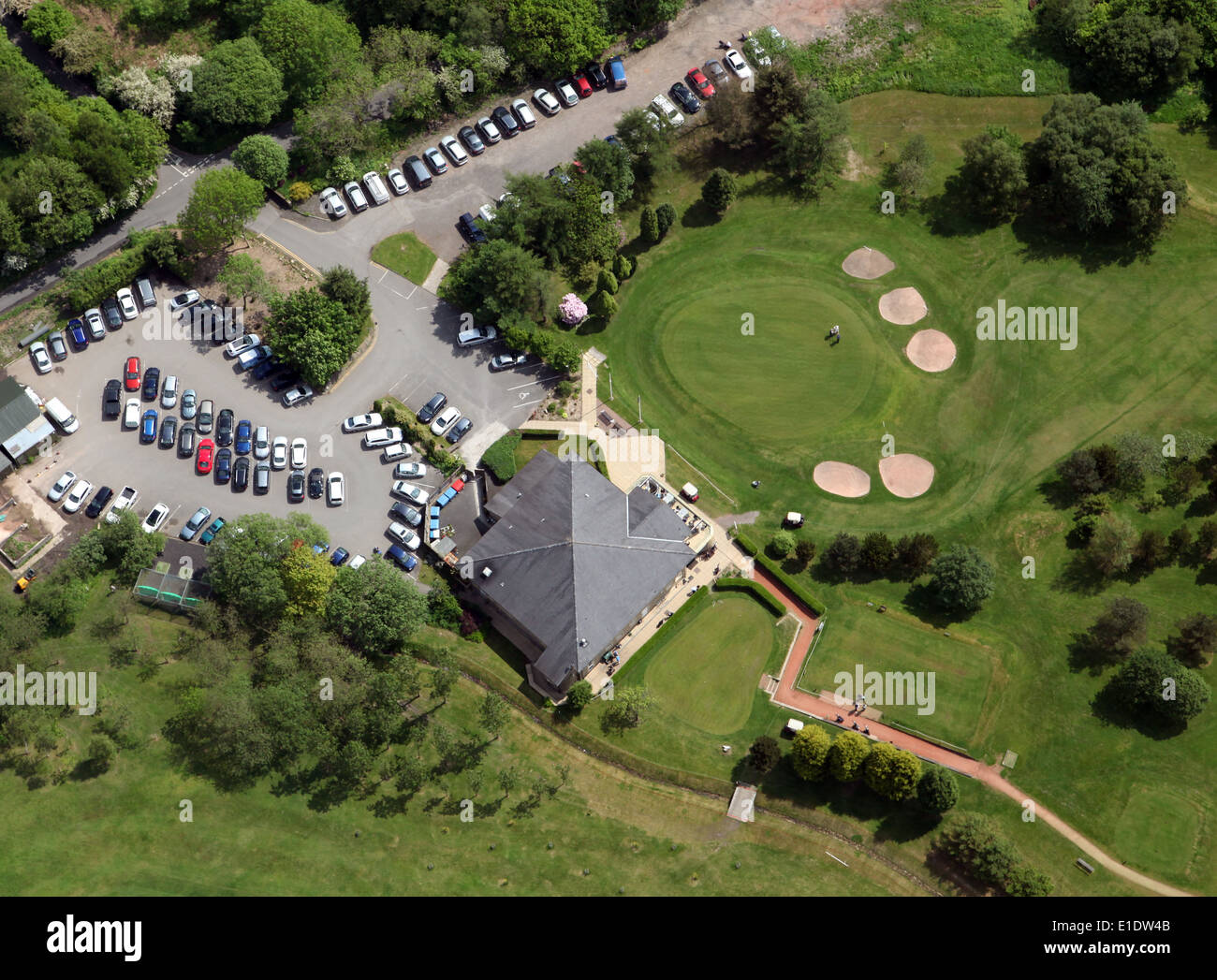 aerial view of Rossendale Golf Club at Haslingden in Lancashire: clubhouse, car-park and 18th green - Stock Image