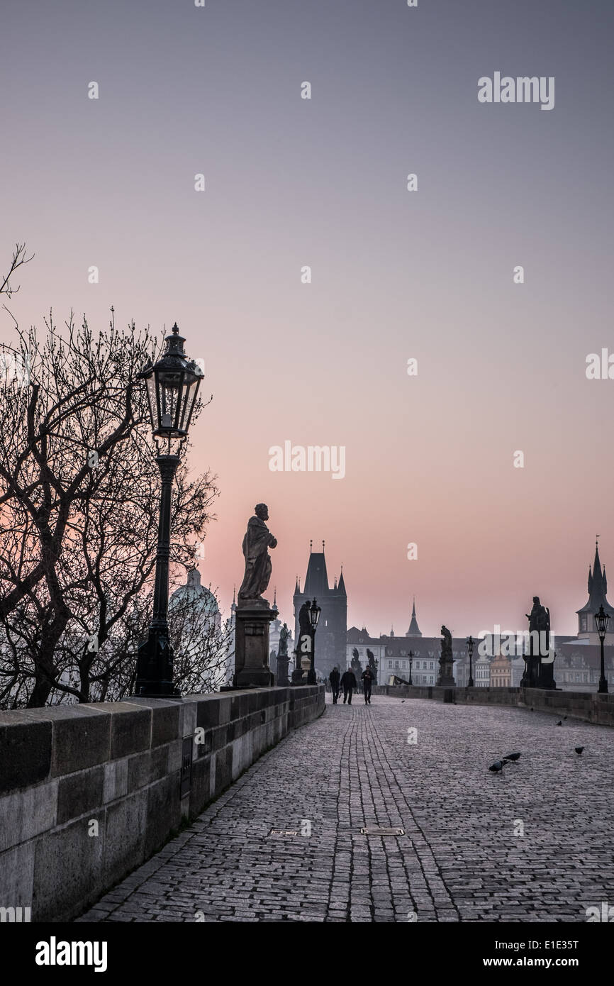 Charles birdge in Prague at sun rise with a purple sky - Stock Image