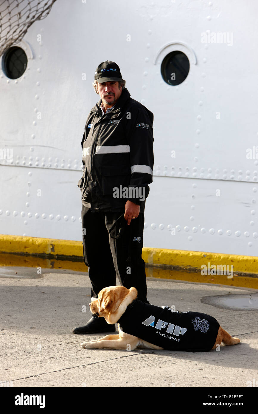 afip aduana argentinian customs official with sniffer dog in port Ushuaia Argentina - Stock Image