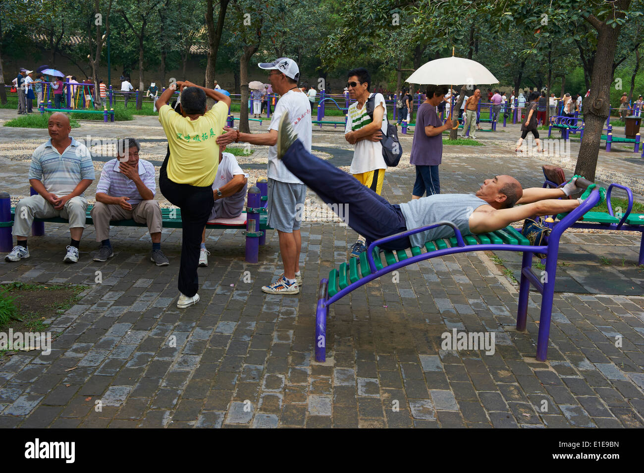 China, Beijing, morning gymnastic in the Temple of Heaven park - Stock Image
