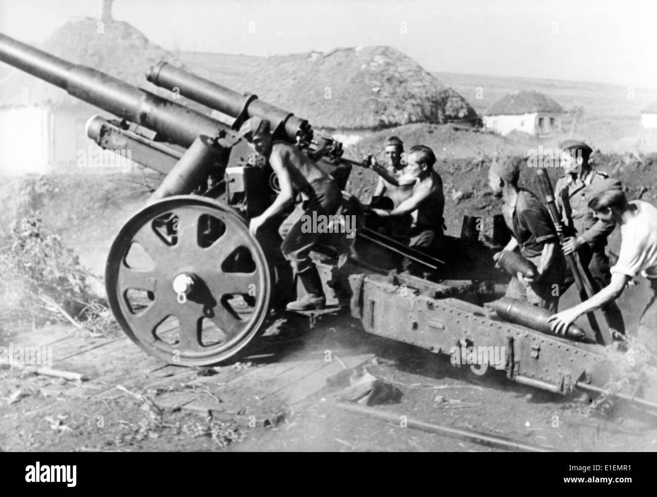 WW2 German Wehrmacht Artillery Combat Scene Picture