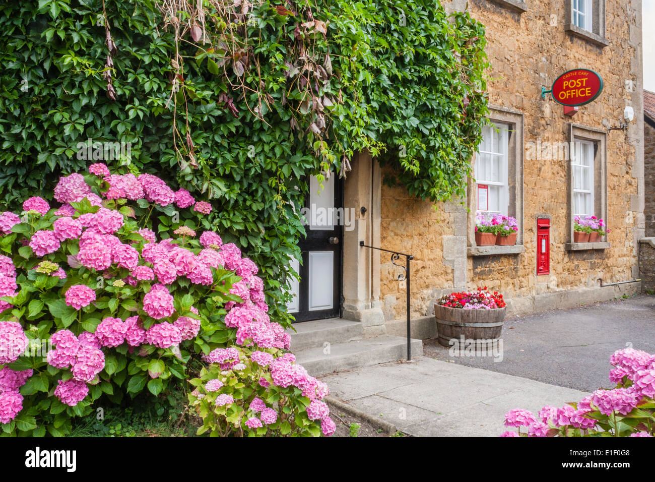 Post Office in the village of Castle Cary, Somerset, England, GB, UK. - Stock Image