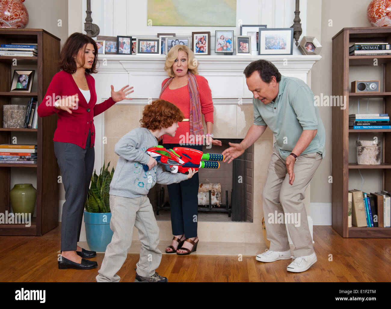 PARENTAL GUIDANCE (2012) MARISA TOMEI KYLE HARRISON BETTER MIDLER BILLY CRYSTAL ANDY FICKMAN (DIR) MOVIESTORE COLLECTION LTD - Stock Image