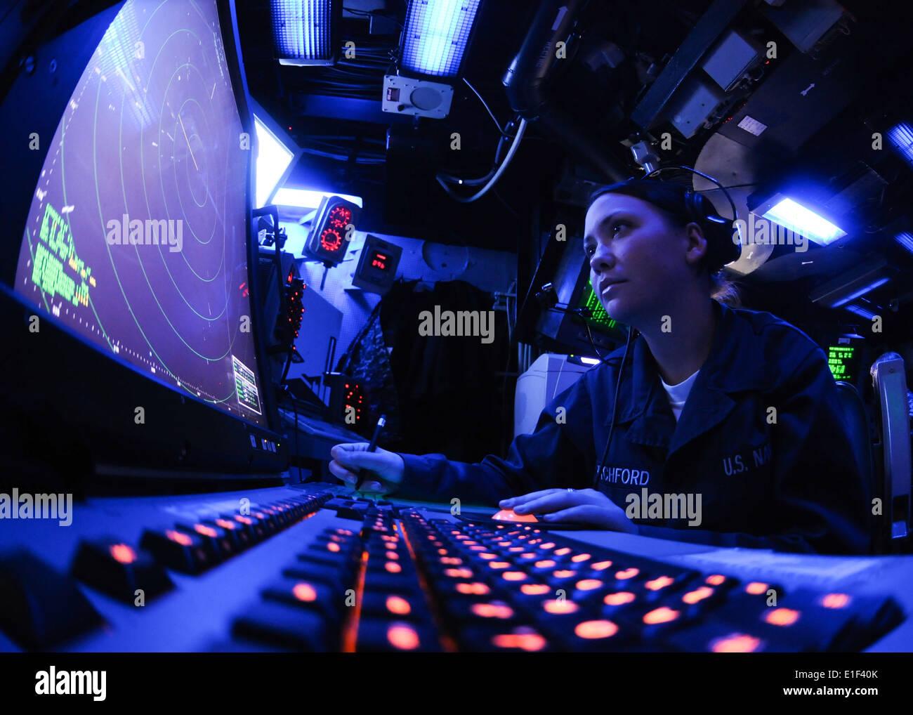 U.S. Navy Air Traffic Controller Airman Chelsea Pitchford monitors an air approach radar console in the air traffic control cen - Stock Image