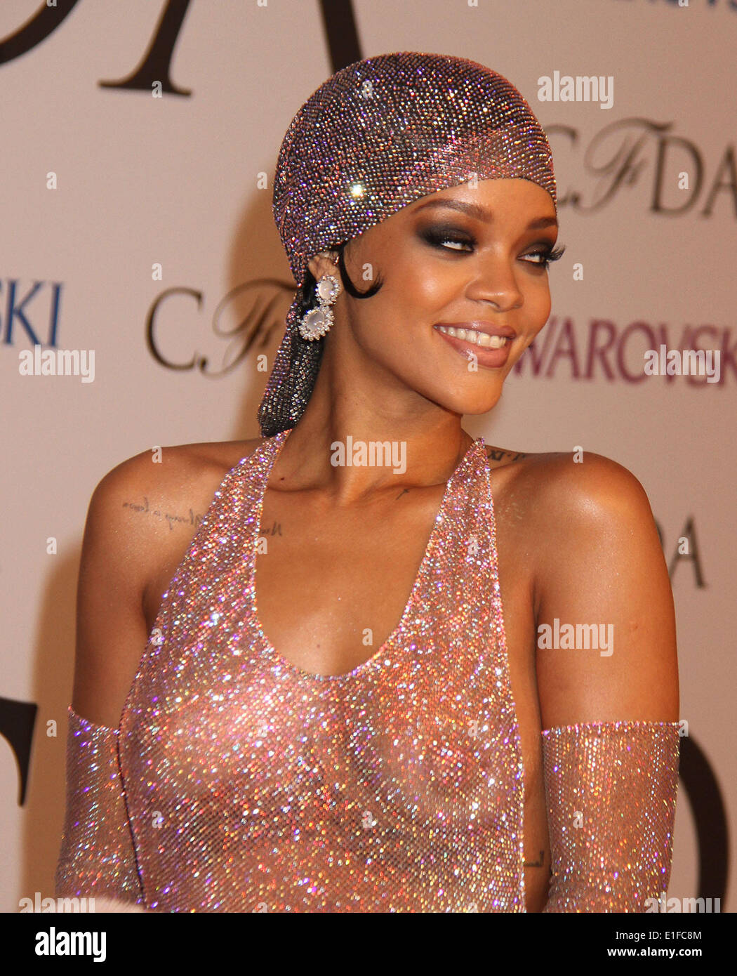 New York New York Usa 2nd June 2014 Singer Rihanna Attends The Stock Photo Alamy