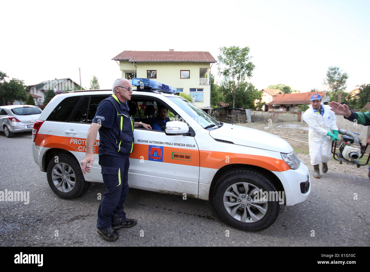 Bijeljina. 3rd June, 2014. An expert helps with cleaning and disinfection efforts in Bijeljina in northeastern Bosnia and Herzegovina (BiH), on June 3, 2014. BiH was hit last month by the worst flooding in 120 years. © Borislav Zdrinja/Xinhua/Alamy Live News - Stock Image