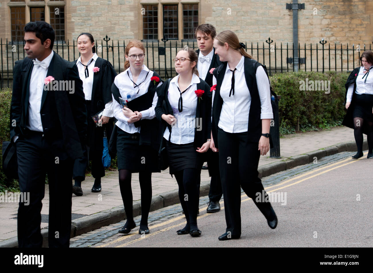 Students arriving at the Examination Rooms building to take exams, Oxford, UK - Stock Image