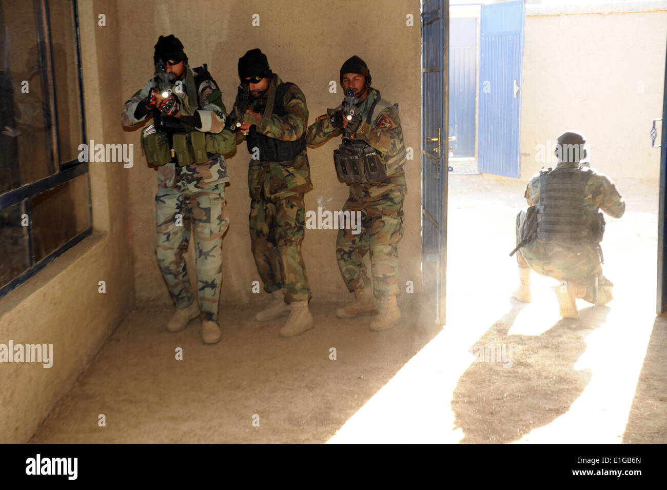 Afghan Commandos, from 3rd Company 6th Commando Kandak, rehearse room clearing techniques during close quarter battle Stock Photo