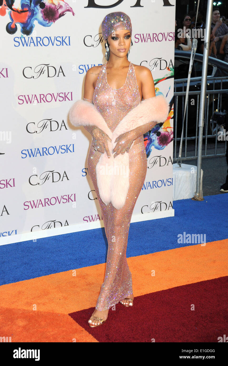 Rihanna Attends The 2014 Cfda Fashion Awards At Alice Tully Hall Stock Photo Alamy