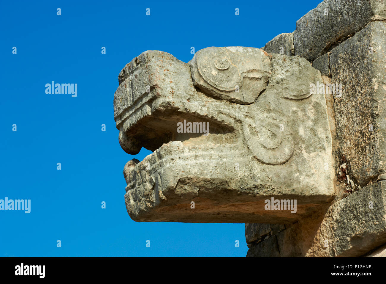 Mexico, Yucatan state, Chichen Itza archeological site, World heritage of UNESCO, the snake head, ancient mayan ruins - Stock Image