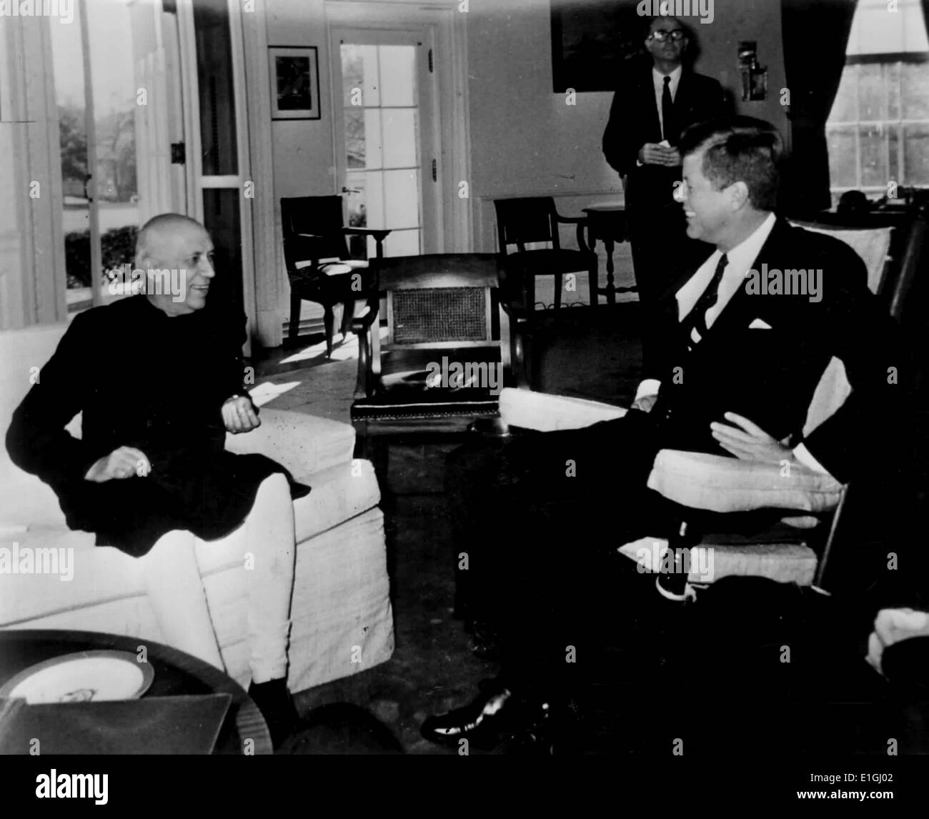 India's Prime Minister Nehru talks with President John F  Kennedy at the White House in Washington on November 7, 1961 - Stock Image