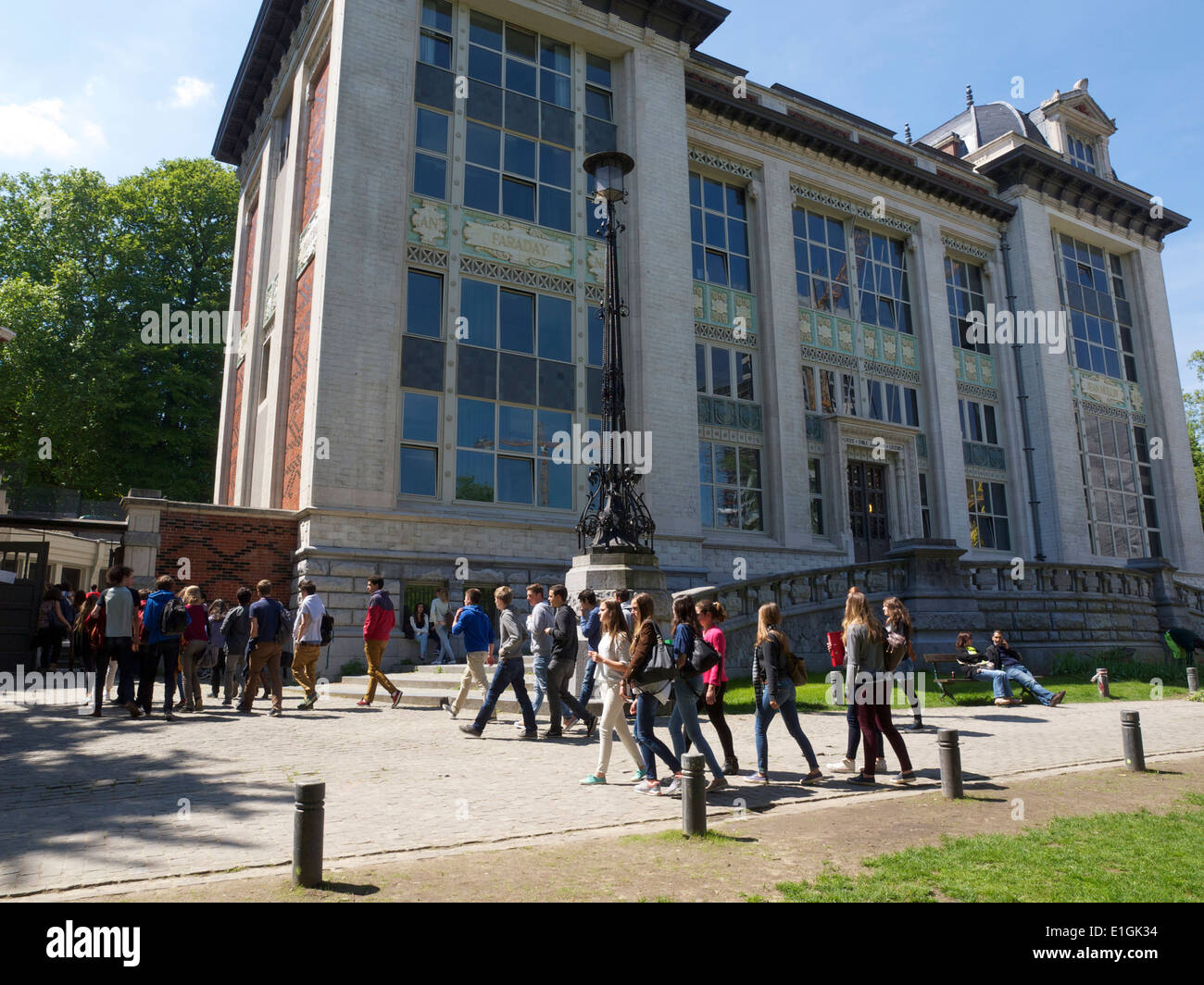 Kids returning to their school after spending the lunchbreak outdoors, Brussels, Belgium - Stock Image